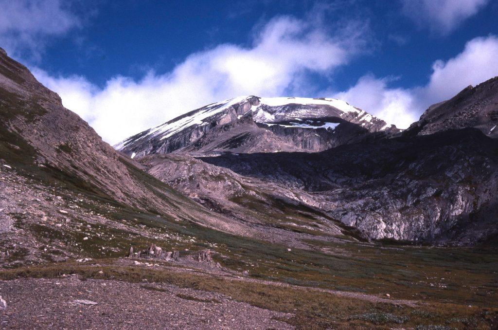 Bonnet Peak from Badger Pass. Mike McReynolds photo.